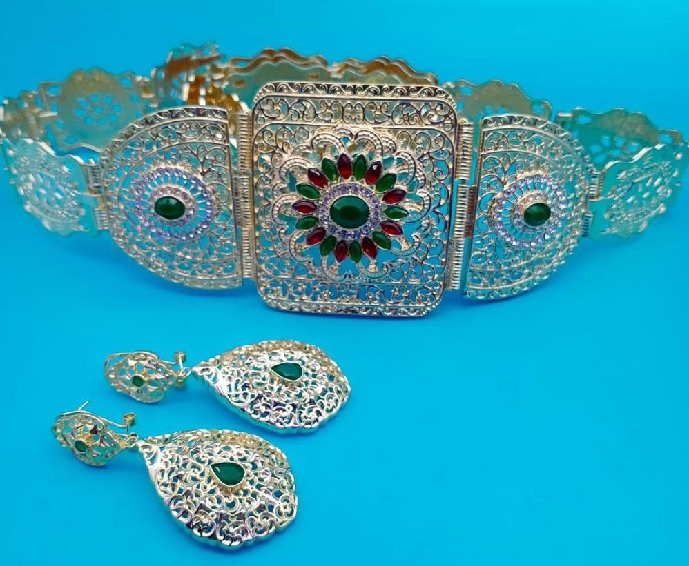 مجوهرات بلاكيور مضمة مع حلقات