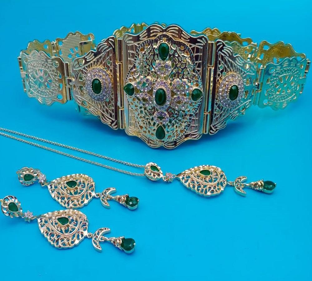مجوهرات بلاكيور مضمة مع حلقات وسنسلة للعنق