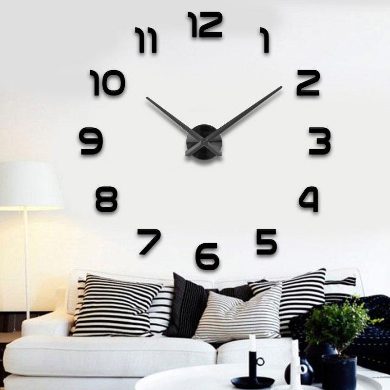ساعة الحائط العملاقة