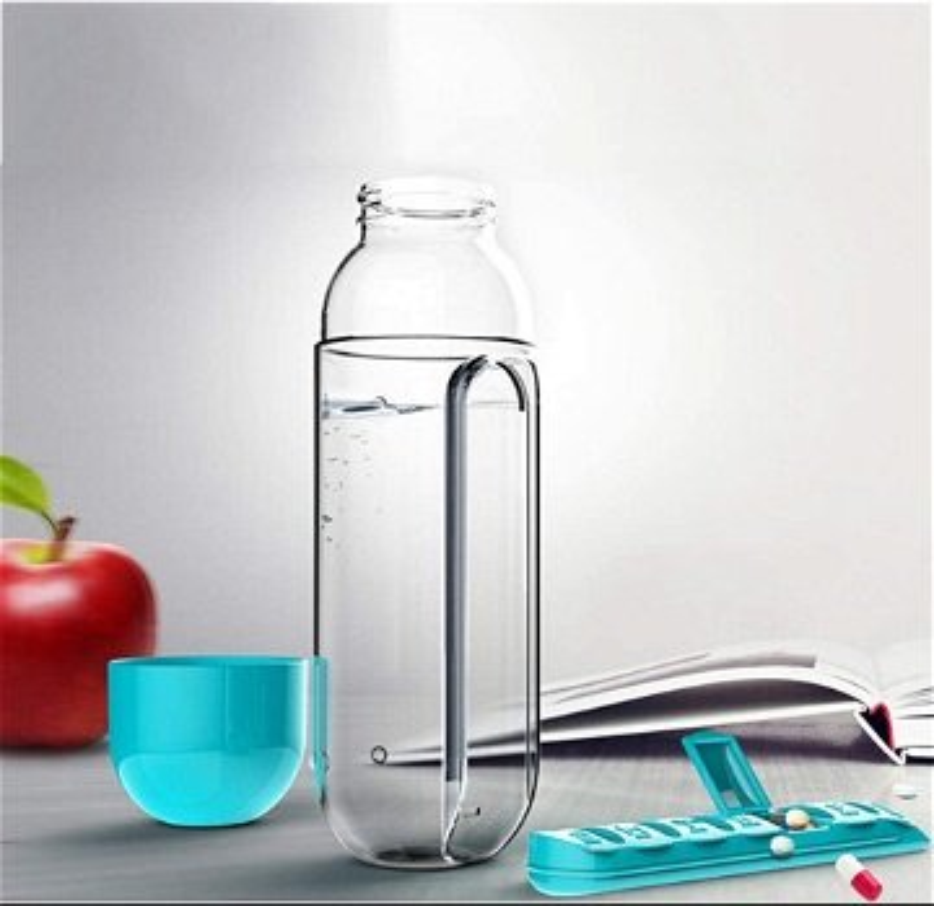 زجاجة مياه محمولة مع حافظة الحبوب الطبية