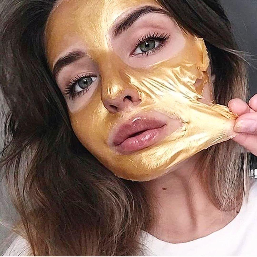 القناع الذهبي بلعاب الحلزون والكولاجين
