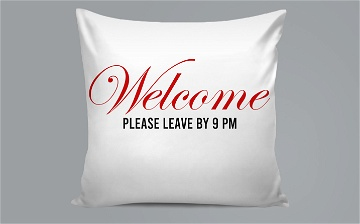 Pillow / Oreiller - Please leave by 9pm